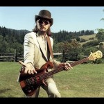 Les Claypool - one of the best fretless bassists of all time